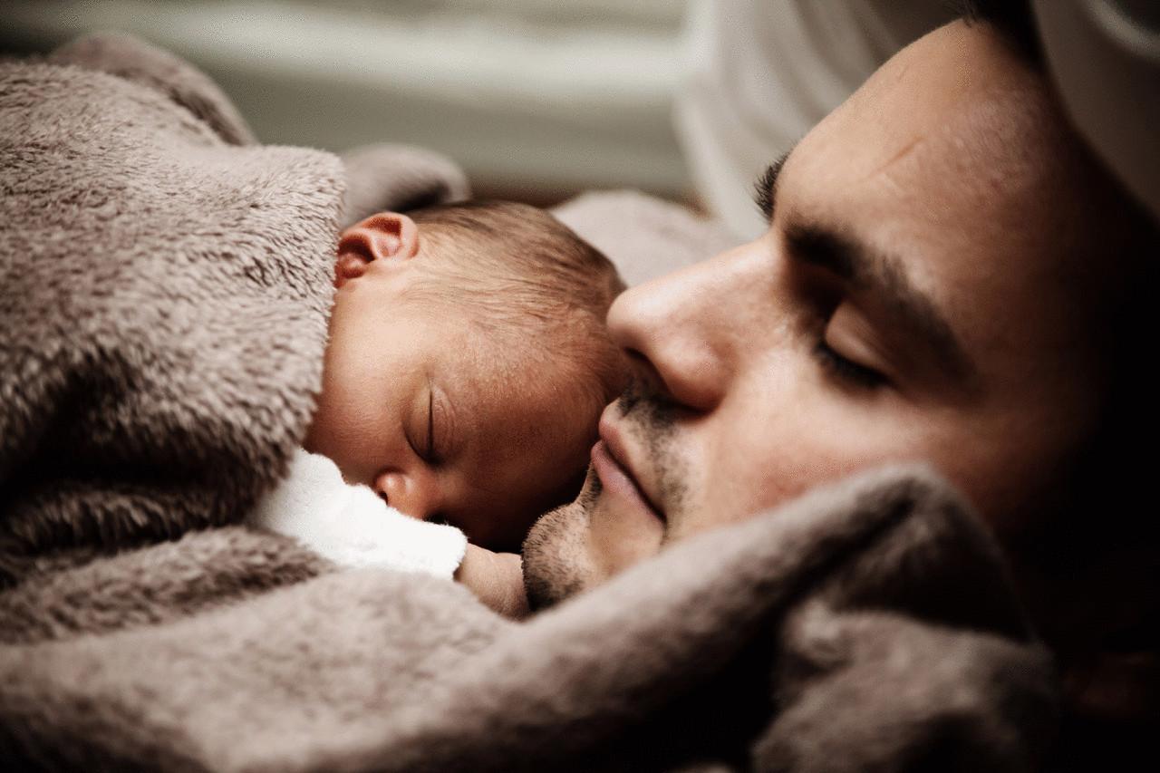 Если парень из сна был с девочкой, своей дочкой, то идея будет просто блестящей.