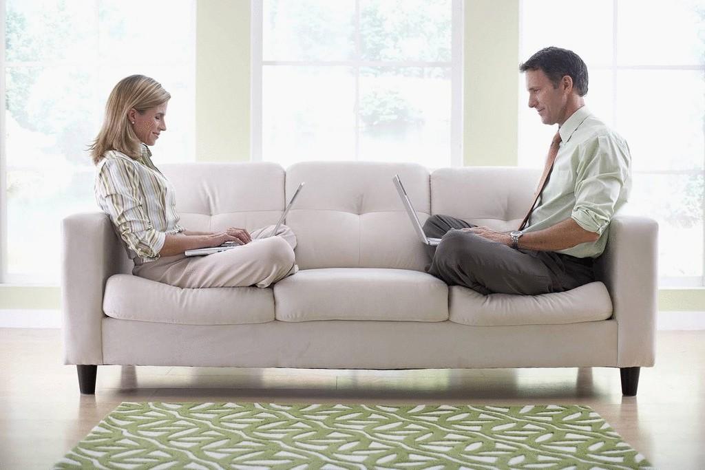 Секс в большом диване лично