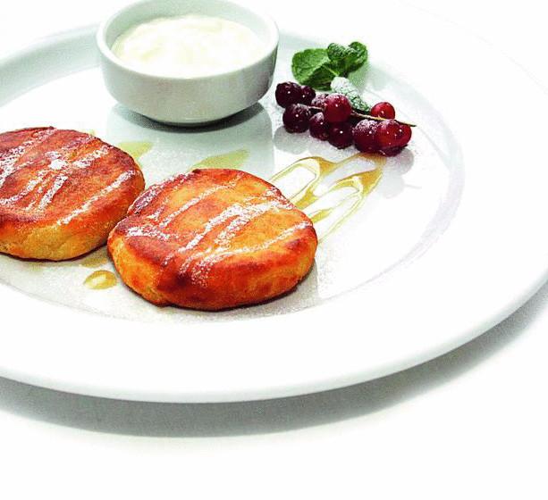 Сытные сырники по Дюкану для тонкой талии: рецепты без отрубей в духовке или на сковороде, варианты с кукурузным крахмалом и прочие